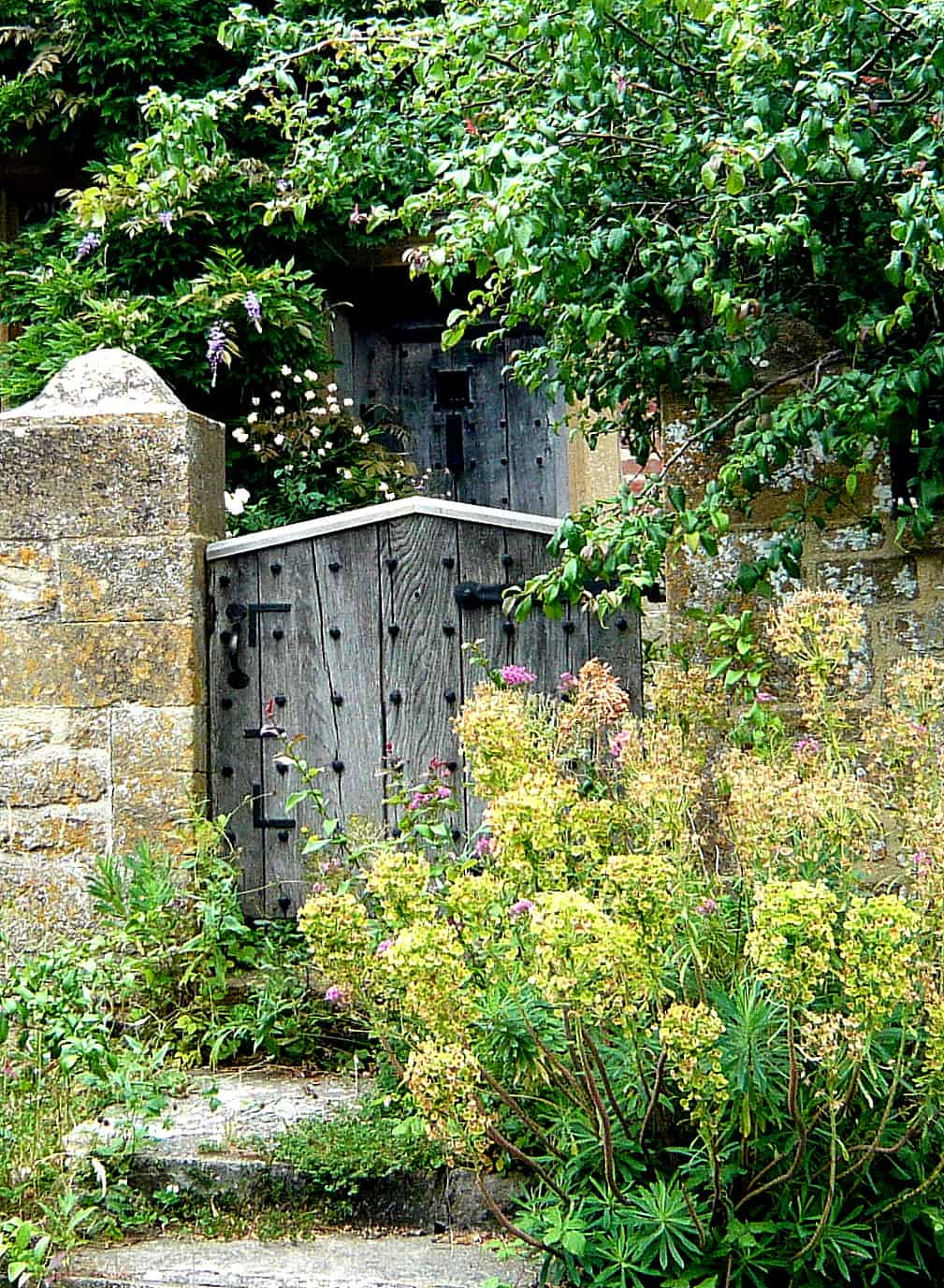 front-gate-at-east-lambrook-manor
